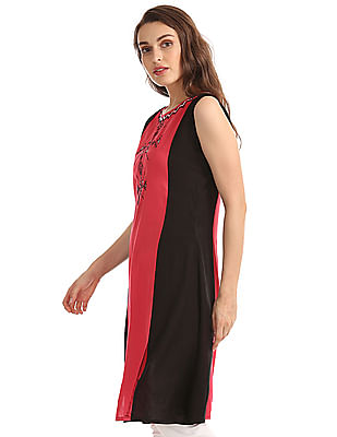 Karigari Embroidered Colour Block Kurta